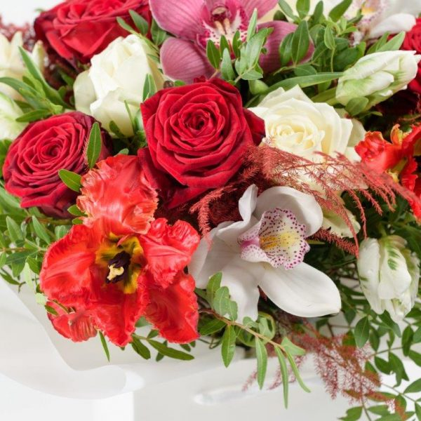 Flower Delivery Barnet and North London - Kisses xoxo Flowers Bouquet by Your Flower Story London (37)